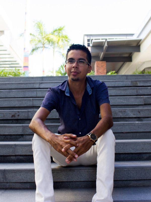 Arq Roberto Leon- Nosotros